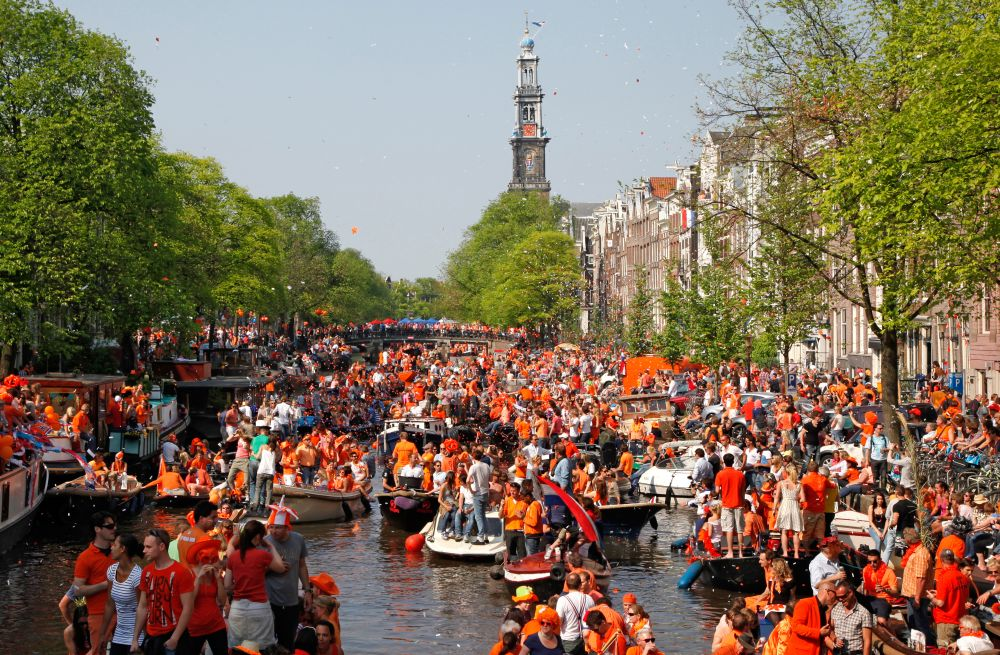 Party In Holland
