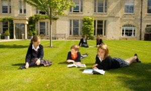 top_british_private_schools_wycliffe_studying_outside-942
